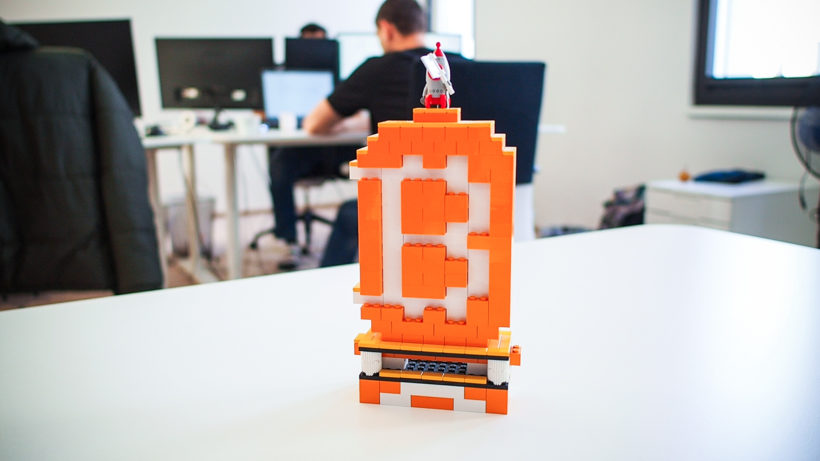 Bitcoin-Lego-Statue in Bitpanda-Office. © Trending Topics